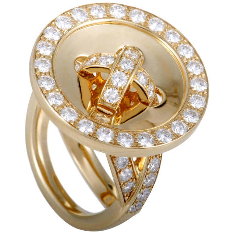 Van Cleef & Arpels Diamond and 18 Karat Yellow Gold Button Ring For Sale