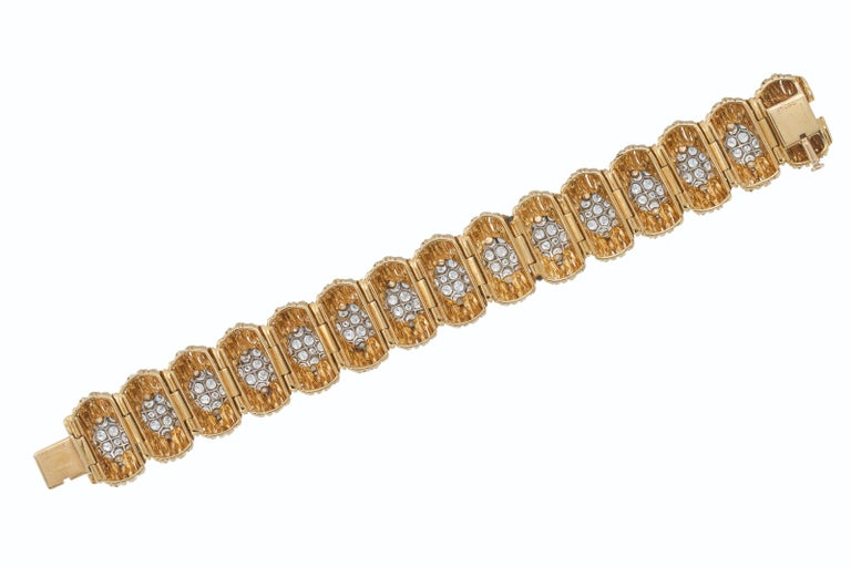 Round Cut Van Cleef & Arpels Diamond and 18k Gold Bracelet For Sale