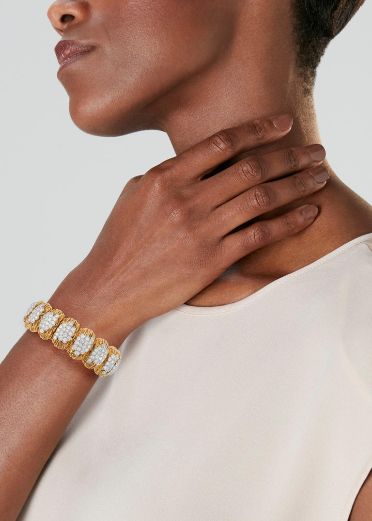 Van Cleef & Arpels Diamond and 18k Gold Bracelet In Good Condition For Sale In New York, NY
