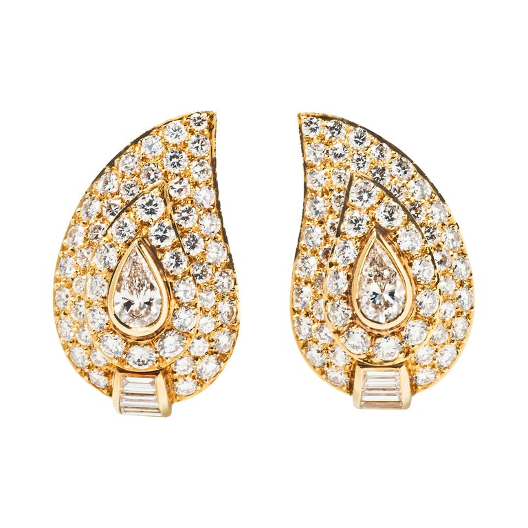 Van Cleef & Arpels Diamond and 18k Gold Ear Clips For Sale
