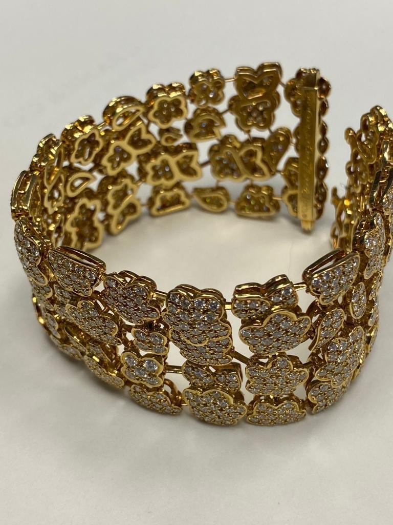 Van Cleef & Arpels Diamond and Gold Bracelet In Excellent Condition For Sale In New York, NY
