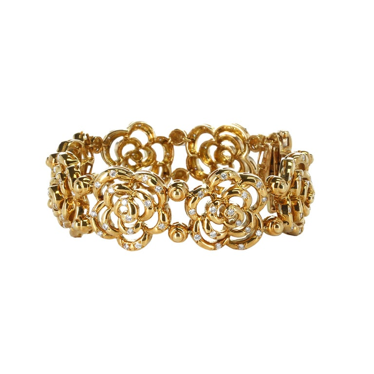 Round Cut Van Cleef & Arpels Diamond and Gold Openwork Bracelet For Sale