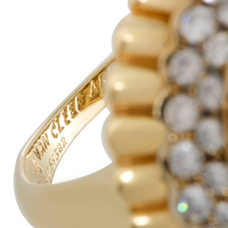 Van Cleef & Arpels Diamond and South Sea Pearl 18 Karat Gold Cocktail Ring For Sale 1