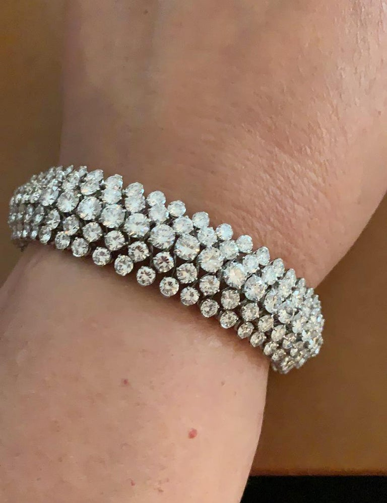 Van Cleef & Arpels Diamond Bombe Bracelet In Good Condition For Sale In New York, NY