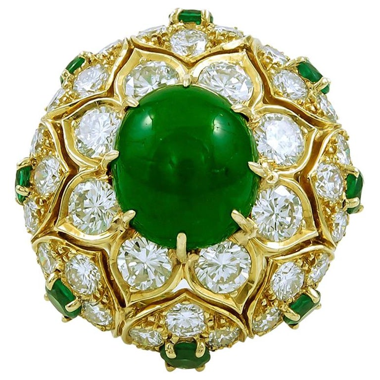 Van Cleef & Arpels Cabochon Emerald Diamond  Ring For Sale