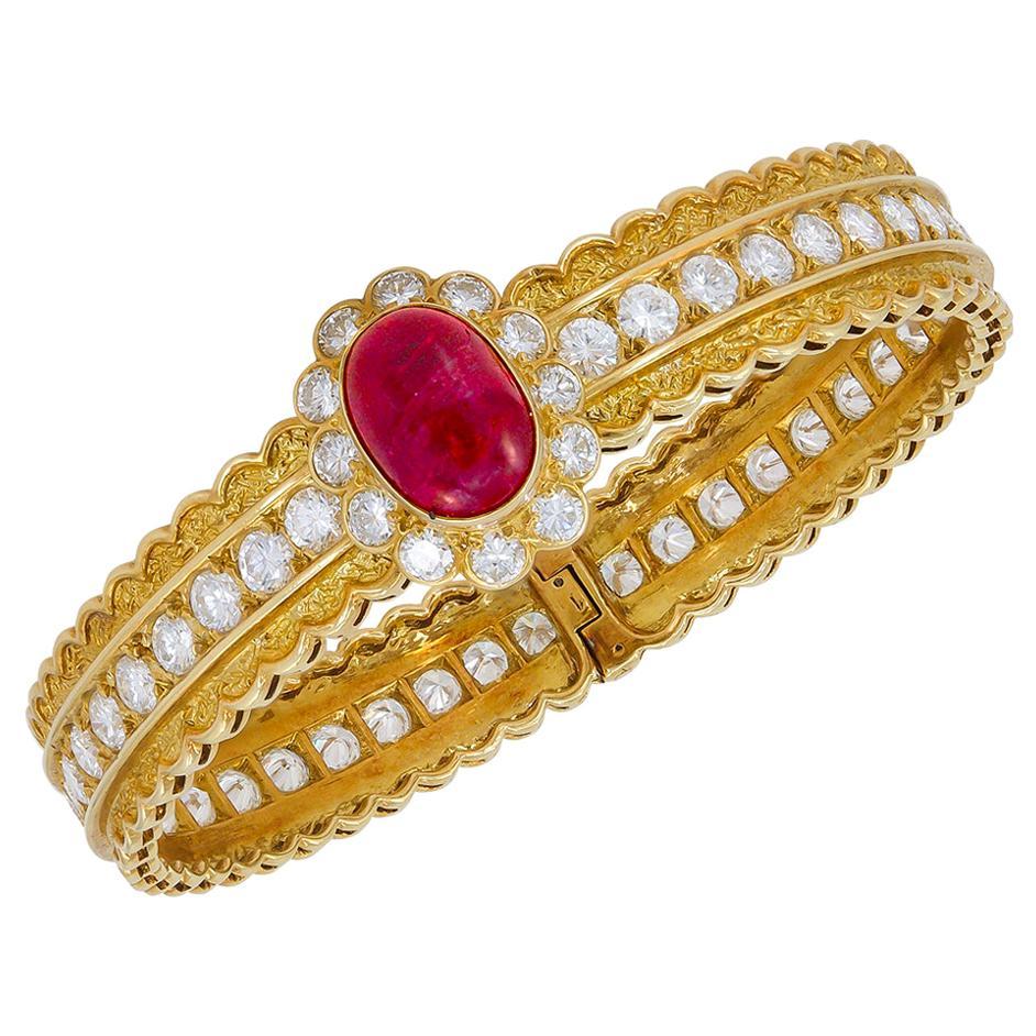 Van Cleef & Arpels Diamond Cabochon Ruby Yellow Gold Bangle Bracelet