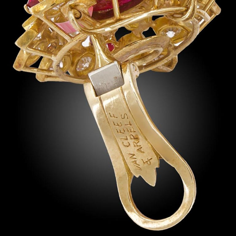 Van Cleef & Arpels Diamond Cabochon Ruby Yellow Gold Ear Clips In Good Condition For Sale In New York, NY