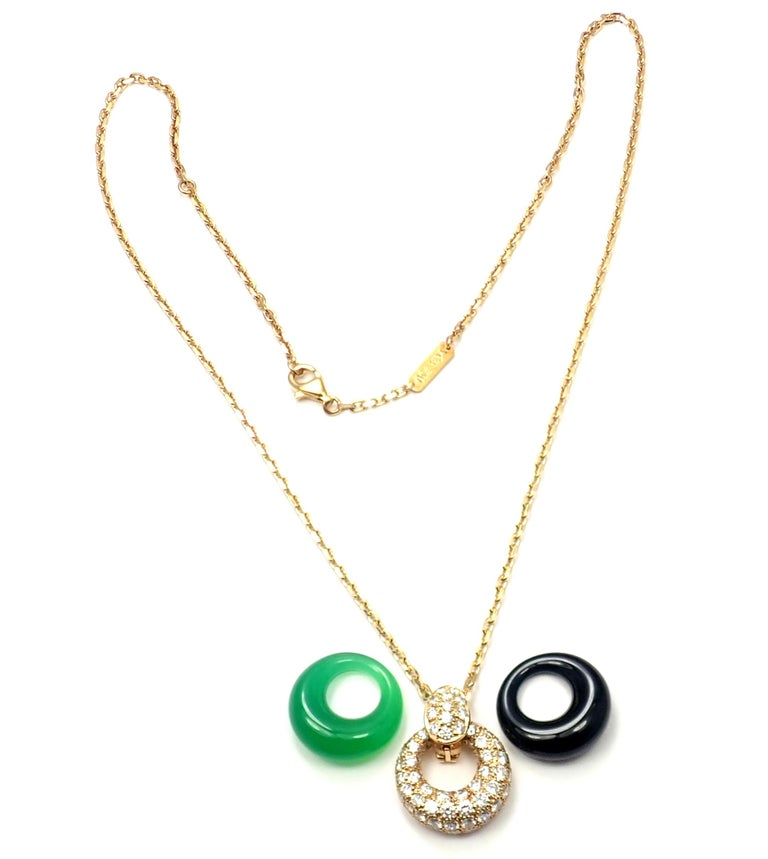 Van Cleef & Arpels Diamond Chalcedony Onyx 2 Extra Pendants Yellow Gold Necklace In Excellent Condition For Sale In Holland, PA