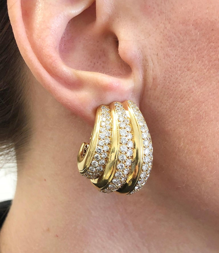 Van Cleef & Arpels Diamond Ear Gold Earrings In Good Condition For Sale In New York, NY