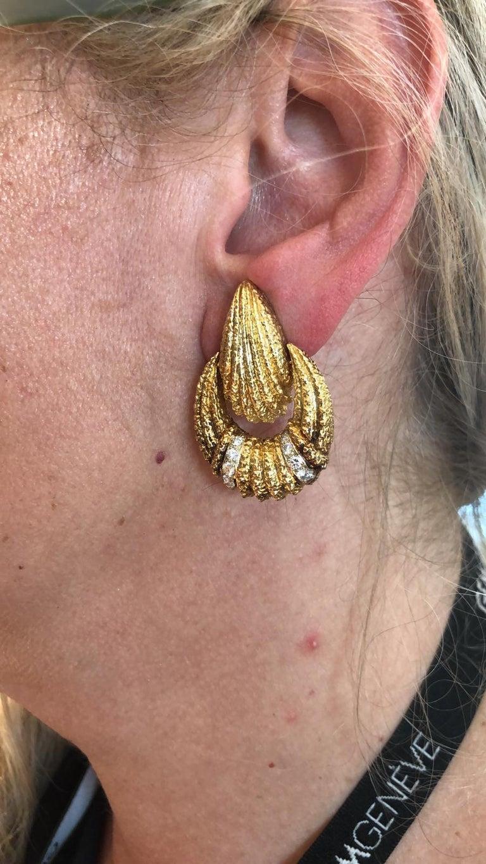 Round Cut Van Cleef & Arpels Diamond Earrings For Sale