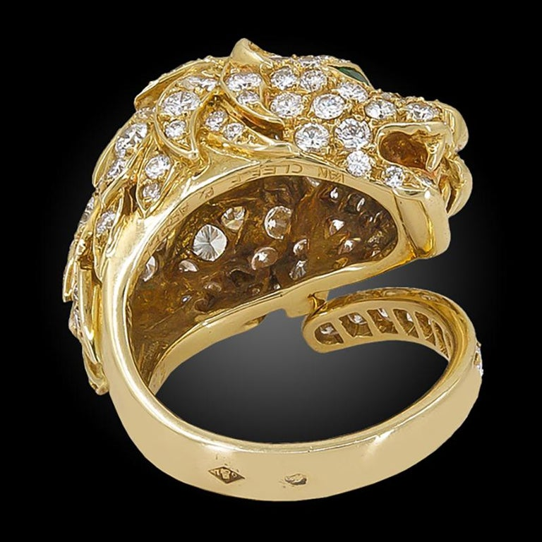 Round Cut Van Cleef & Arpels Diamond Emerald Yellow Gold Lion Head Ring For Sale