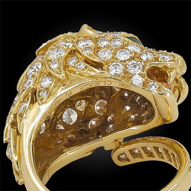 Van Cleef & Arpels Diamond Emerald Yellow Gold Lion Head Ring In Good Condition For Sale In New York, NY