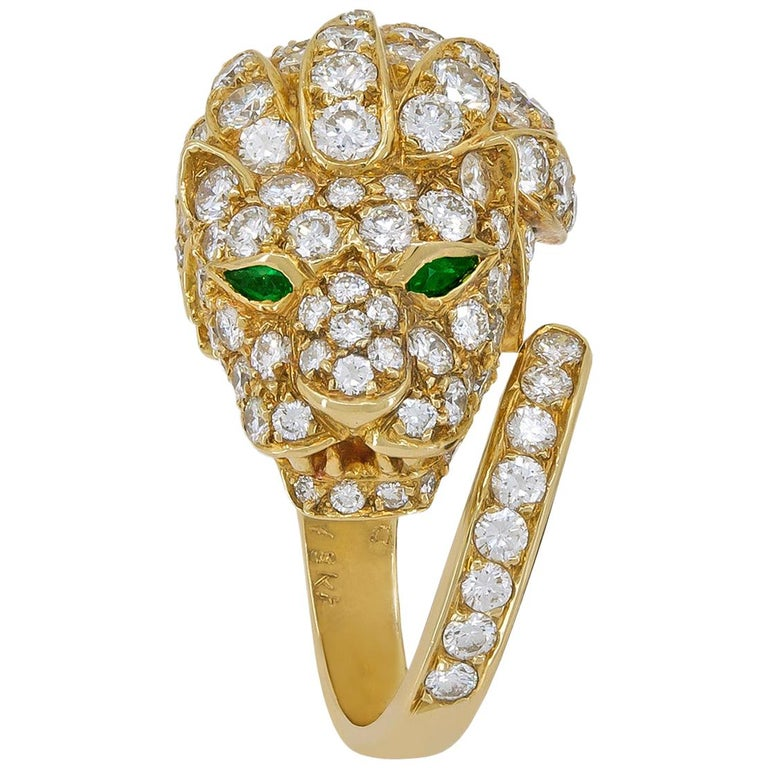 Van Cleef & Arpels Diamond Emerald Yellow Gold Lion Head Ring For Sale