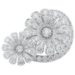 Van Cleef & Arpels Diamond Flower Gold Ring