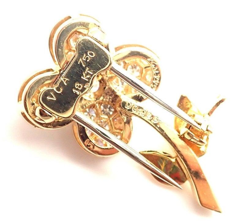 Van Cleef & Arpels Diamond Flower Yellow Gold Pin Brooch For Sale 1