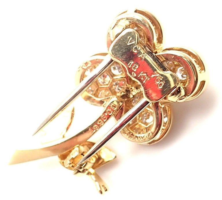 Van Cleef & Arpels Diamond Flower Yellow Gold Pin Brooch For Sale 2