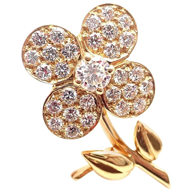 Van Cleef & Arpels Diamond Flower Yellow Gold Pin Brooch For Sale