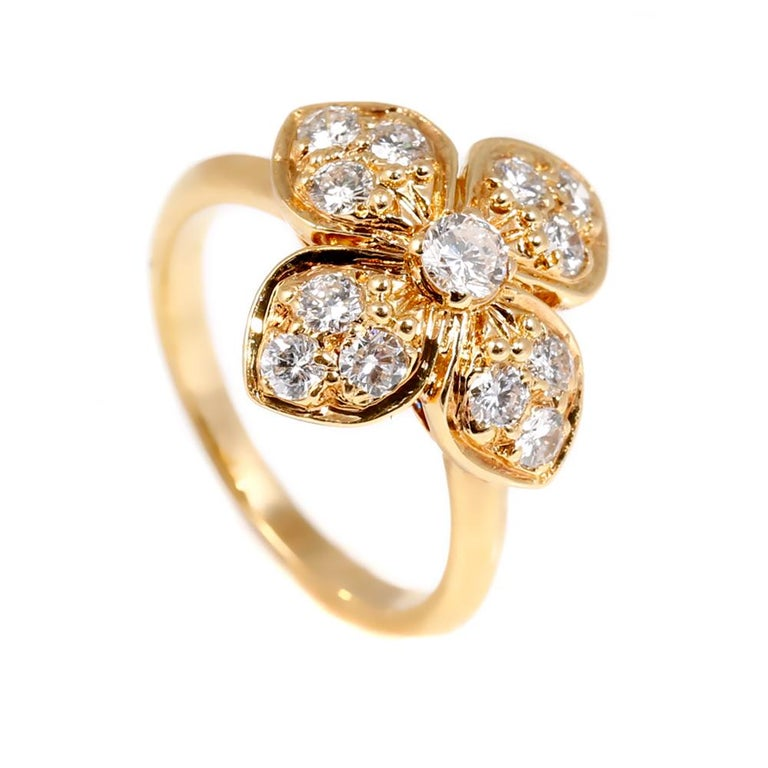 Van Cleef & Arpels Diamond Gold Flower Ring In Excellent Condition For Sale In Feasterville, PA