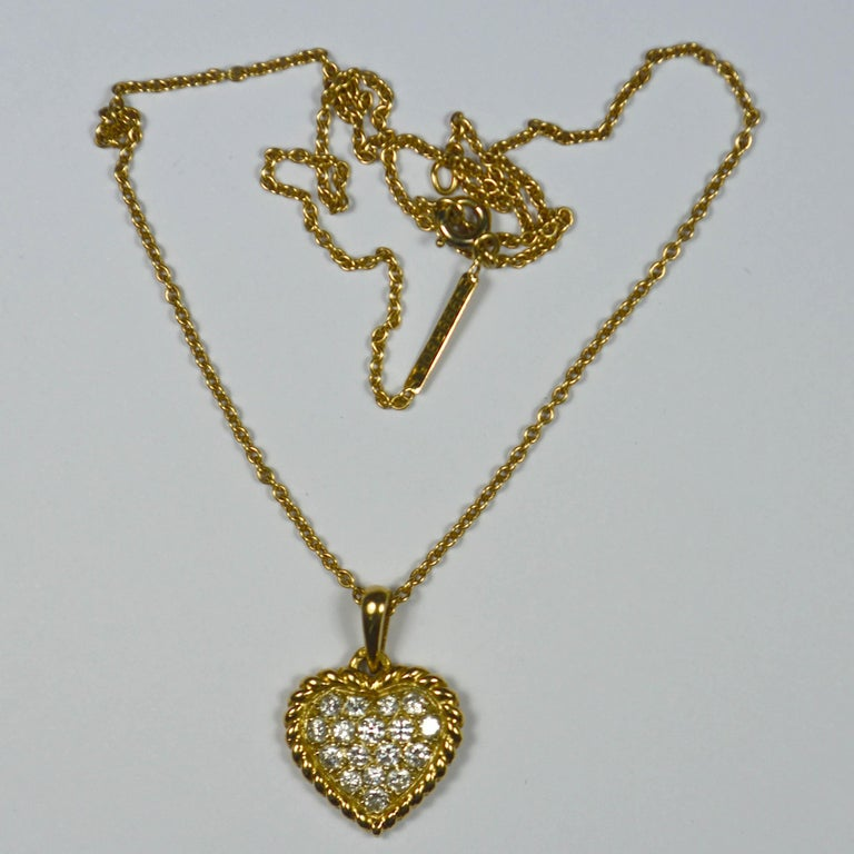 Van Cleef & Arpels Diamond Gold Heart Pendant In Excellent Condition For Sale In London, GB