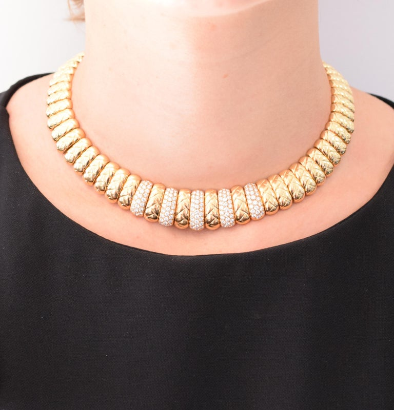 Round Cut Van Cleef & Arpels Diamond and Gold Necklace For Sale