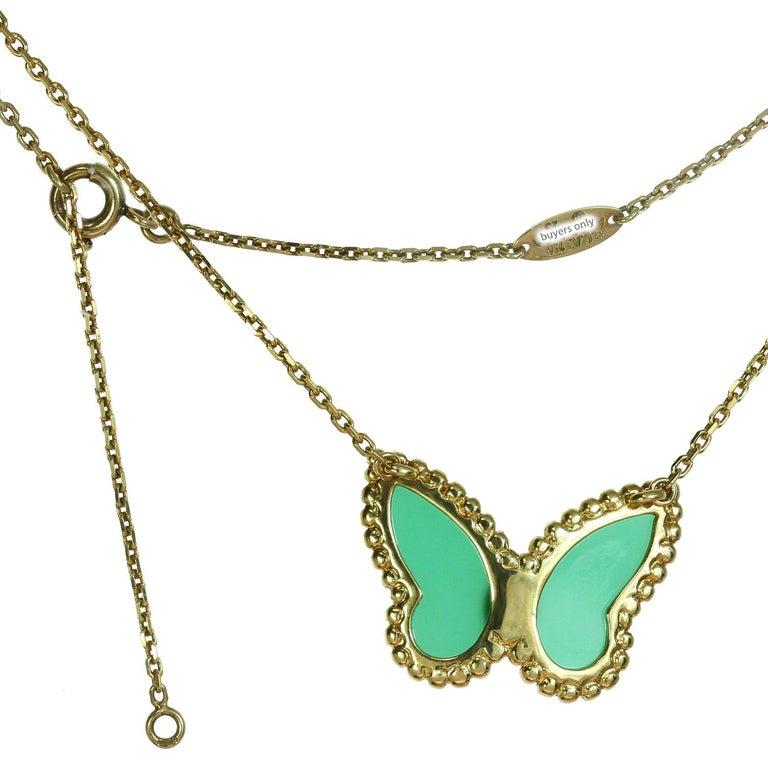 Van Cleef & Arpels Diamond Green Chalcedony 18 Karat Gold Butterfly Pendant Ne For Sale 2