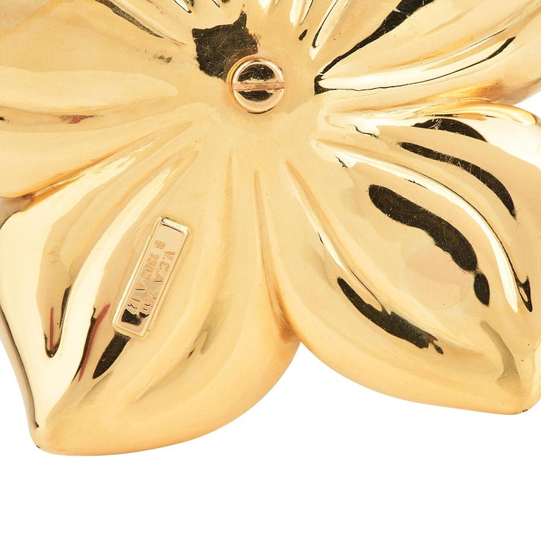 Van Cleef & Arpels Diamond Large 18K Gold Magnolia Floral Pin Brooch In Excellent Condition For Sale In Miami, FL