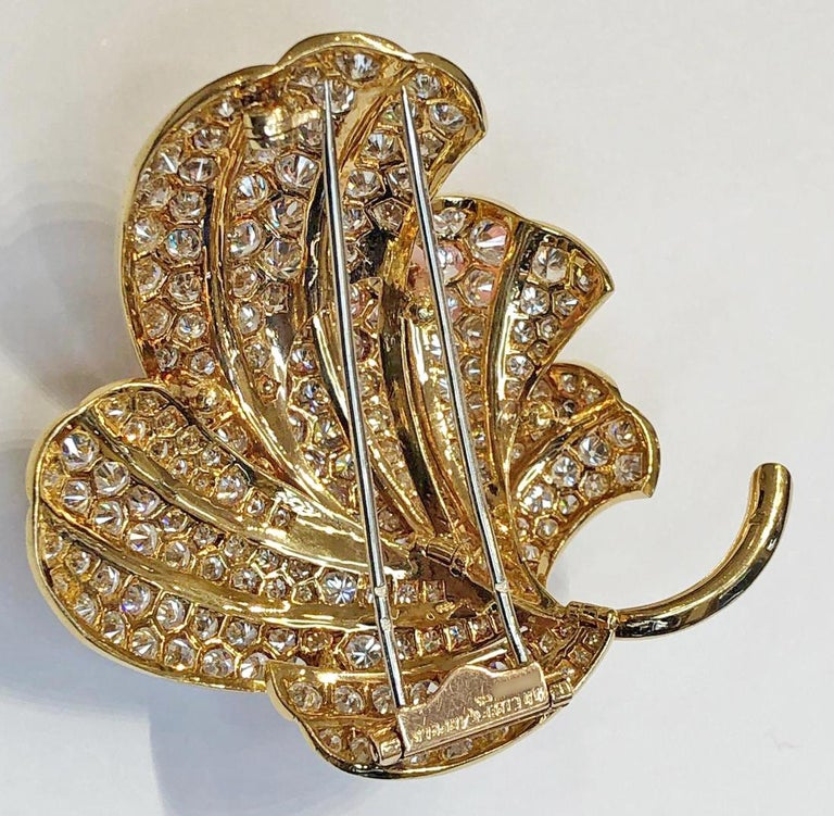 Van Cleef & Arpels Diamond Leaf Brooch In Good Condition For Sale In New York, NY