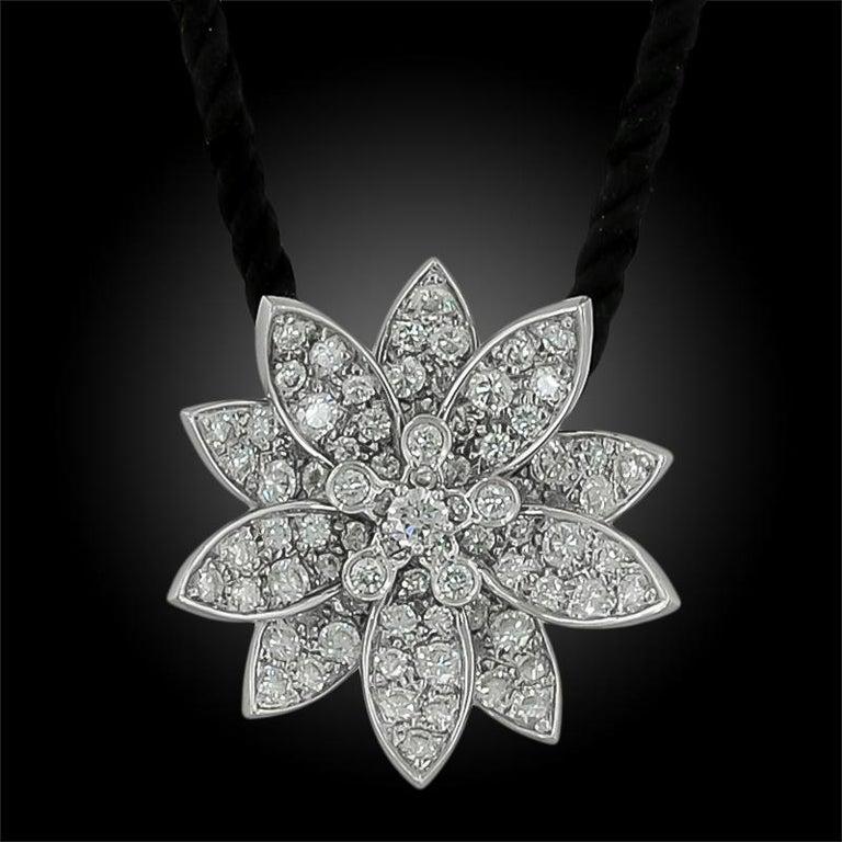 Round Cut Van Cleef & Arpels Diamond Lotus Necklace For Sale
