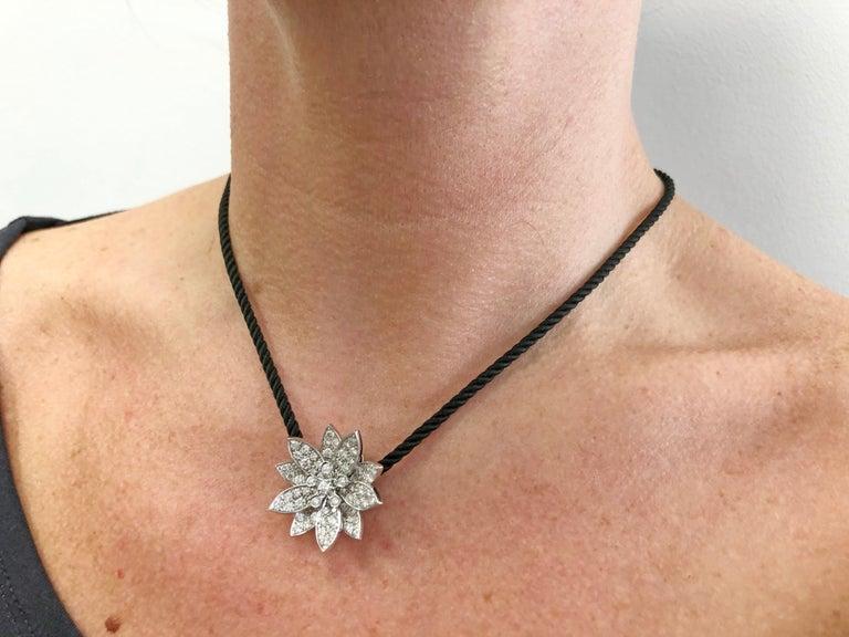 Van Cleef & Arpels Diamond Lotus Necklace For Sale 1