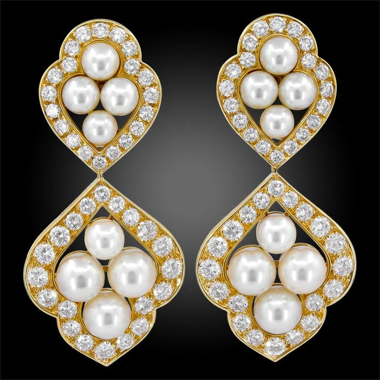 Van Cleef & Arpels Diamond Pearl Collar Suite in 18k Yellow Gold.  Emblematic of the magnificent pearl jewels from Van Cleef & Arpels in the 1980s, this suite includes an articulated collar-length necklace, bracelet, and a pair of drop earrings. The