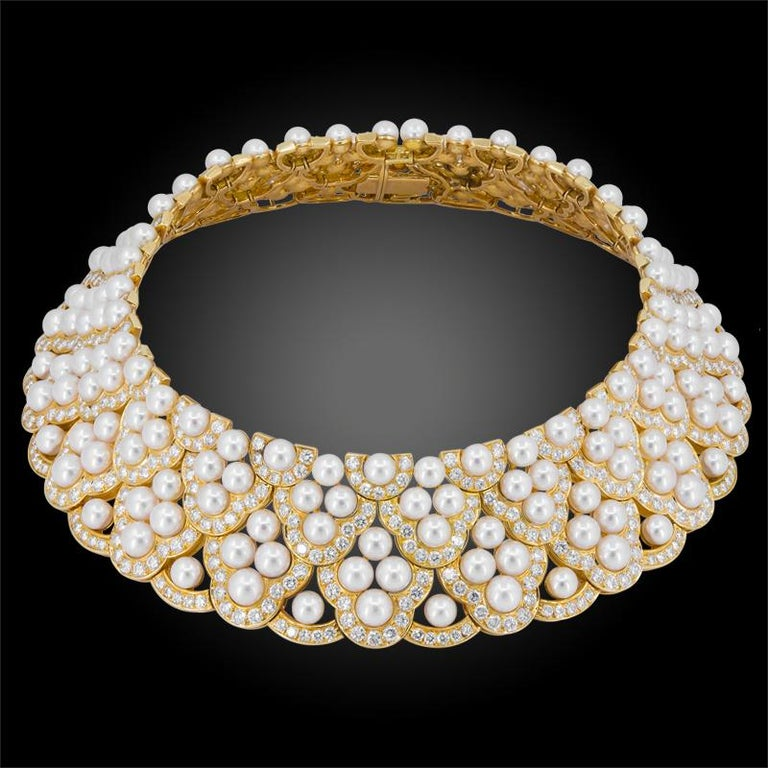 Round Cut Van Cleef & Arpels Diamond Pearl Yellow Gold Collar Suite For Sale