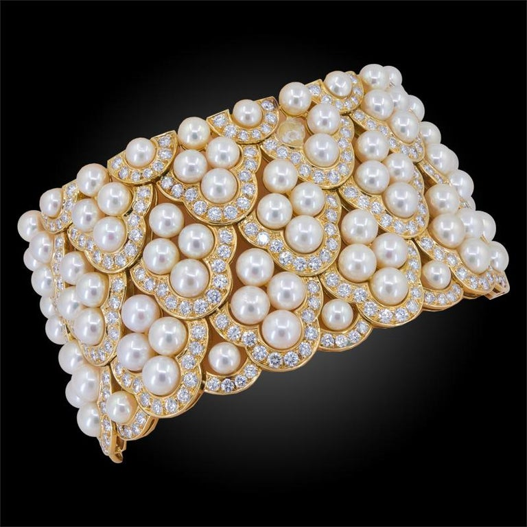 Van Cleef & Arpels Diamond Pearl Yellow Gold Collar Suite In Good Condition For Sale In New York, NY