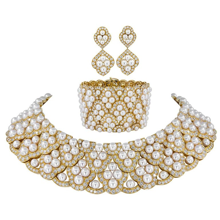 Van Cleef & Arpels Diamond Pearl Yellow Gold Collar Suite For Sale