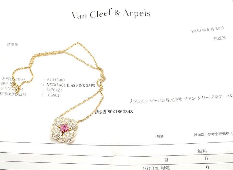 Brilliant Cut Van Cleef & Arpels Diamond Pink Sapphire Flower Yellow Gold Pendant Necklace For Sale