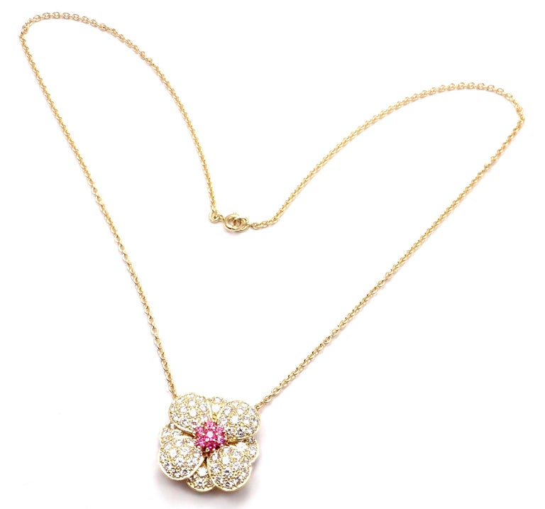 Van Cleef & Arpels Diamond Pink Sapphire Flower Yellow Gold Pendant Necklace In Excellent Condition For Sale In Holland, PA