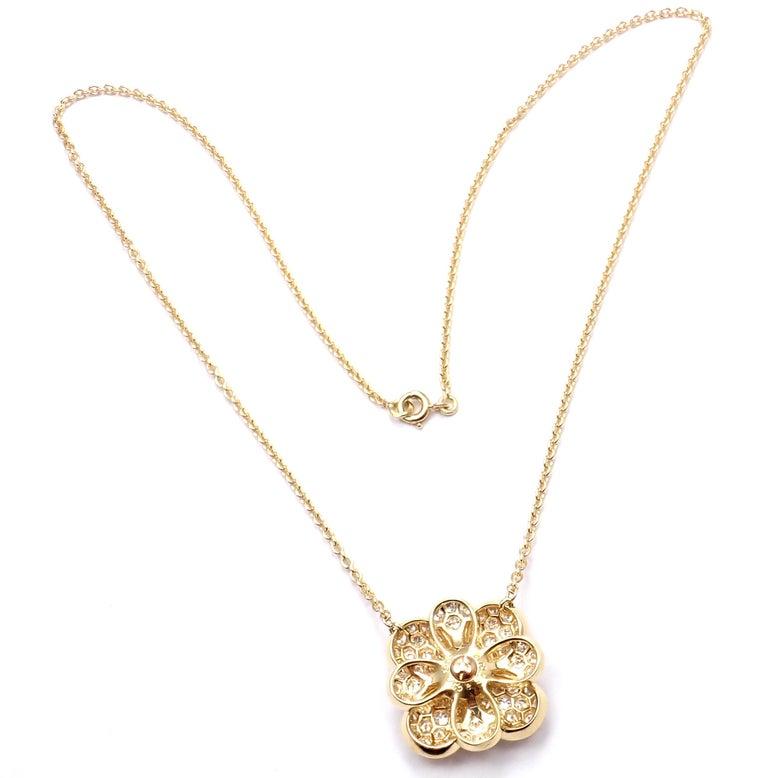 Women's or Men's Van Cleef & Arpels Diamond Pink Sapphire Flower Yellow Gold Pendant Necklace For Sale