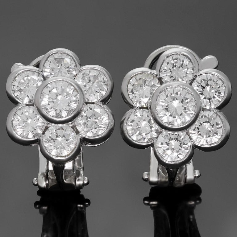 Van Cleef & Arpels Diamond Platinum Flower Earrings In Excellent Condition For Sale In New York, NY