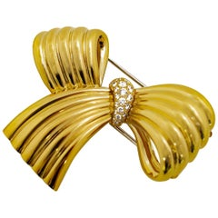 Van Cleef & Arpels Diamond Ribbon 18 Karat Yellow Gold Brooch