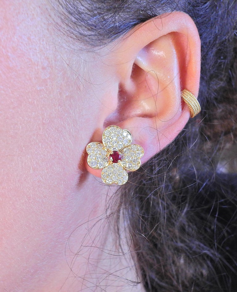 Women's Van Cleef & Arpels Diamond Ruby Gold Flower Earrings For Sale