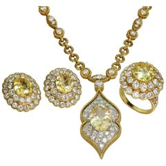 Van Cleef & Arpels Diamond Sapphire 18 Karat Yellow Gold Jewelry Set