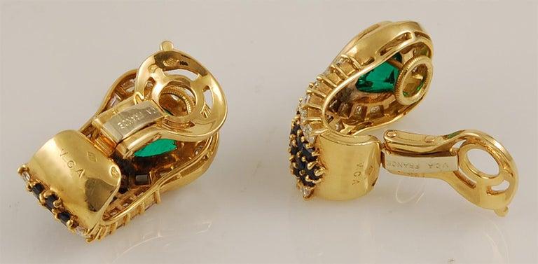 Women's VAN CLEEF & ARPELS Heart Emerald Sapphire Diamond Earrings For Sale