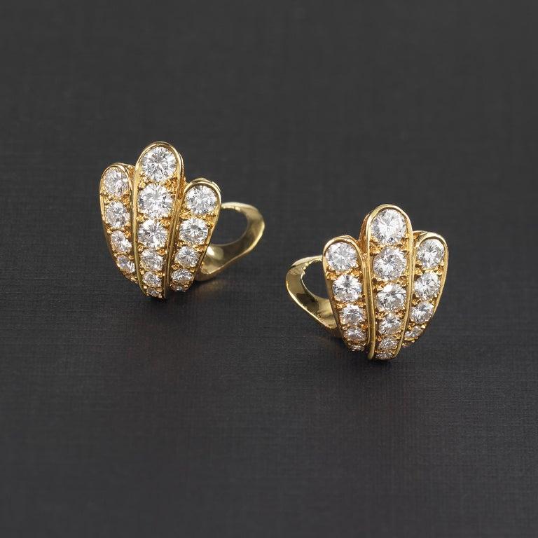 Brilliant Cut Van Cleef & Arpels Diamond Scallop Shell Vintage Earrings in 18K Gold For Sale