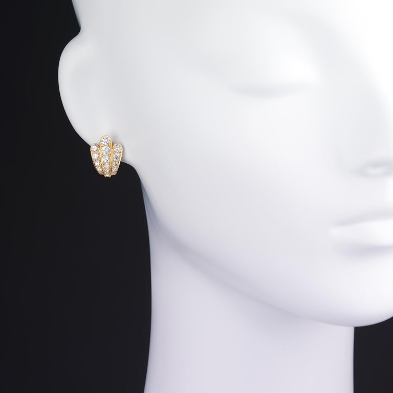 Van Cleef & Arpels Diamond Scallop Shell Vintage Earrings in 18K Gold In Excellent Condition For Sale In Dallas, TX