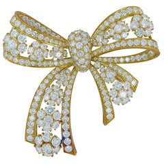 Van Cleef & Arpels Diamond Yellow Gold Snowflakes Bow Brooch