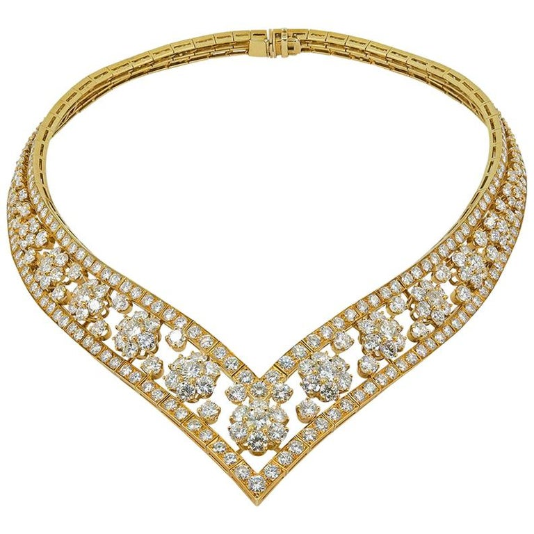 Van Cleef & Arpels Diamond Snowflakes Necklace For Sale