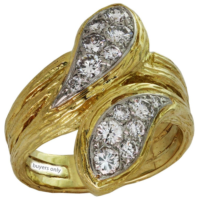 Brilliant Cut Van Cleef & Arpels Diamond Textured Yellow Gold Ring For Sale