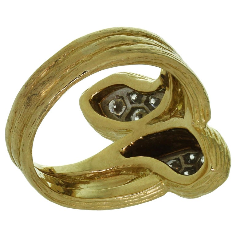 Van Cleef & Arpels Diamond Textured Yellow Gold Ring For Sale 1