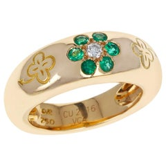 Van Cleef & Arpels Emerald and Diamond Floral Ring with Alhambra Design 18 Karat
