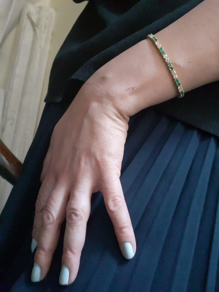 Retro Van Cleef & Arpels Emerald and Diamond Line Bracelet 18 Karat Yellow Gold For Sale