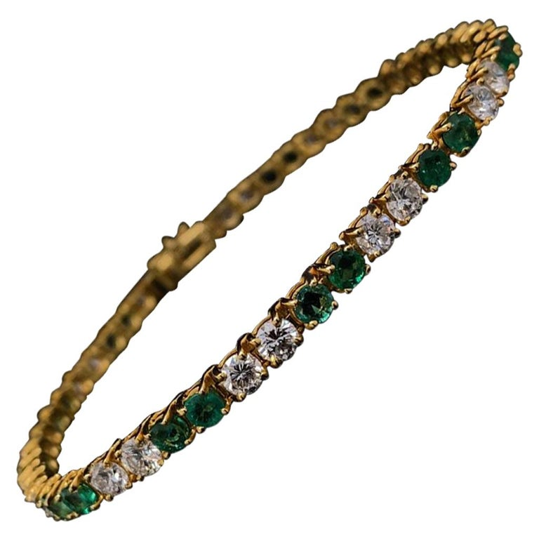 Van Cleef & Arpels Emerald and Diamond Line Bracelet 18 Karat Yellow Gold For Sale
